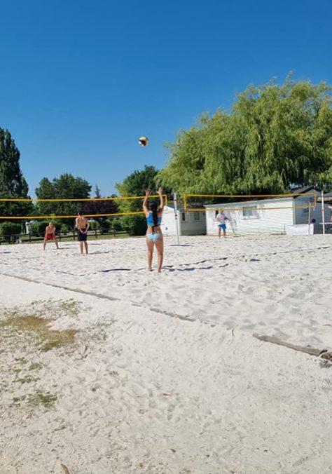 Beach volley à la base de loisirs de Beaumont de Lomagne