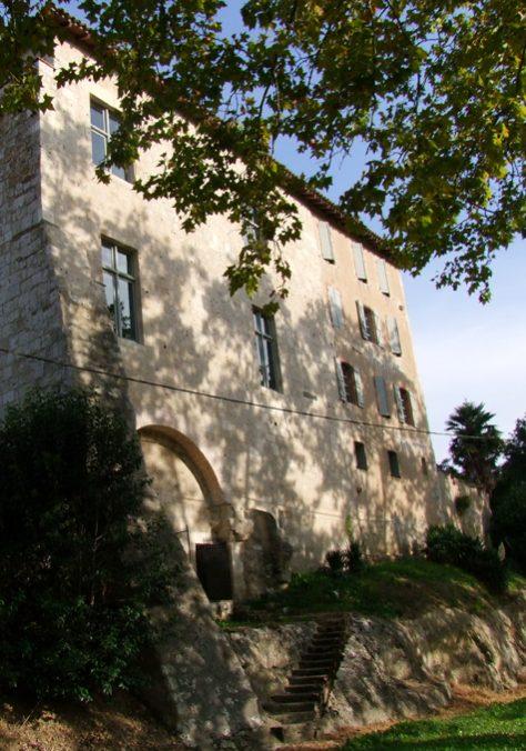Façade extérieure du château de Larrazet