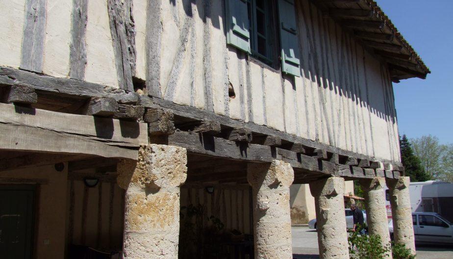 Maison Piliers à Faudoas