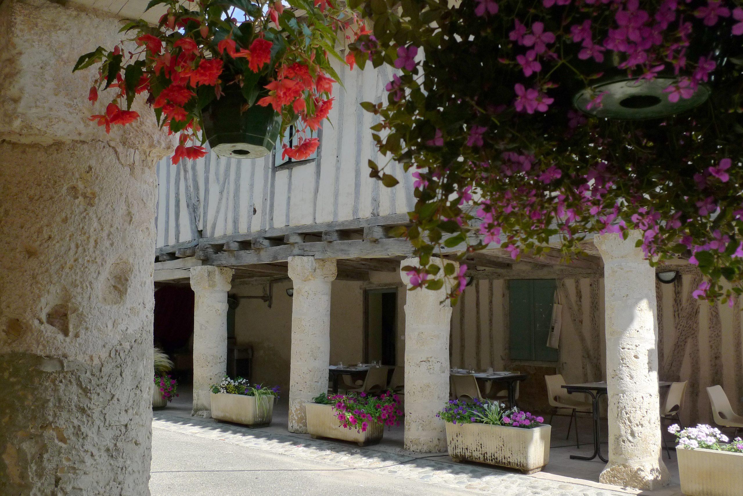 Maison sur piliers de pierres à Faudoas