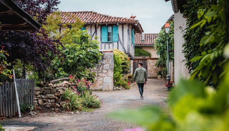 Village de Maubec et ses remparts